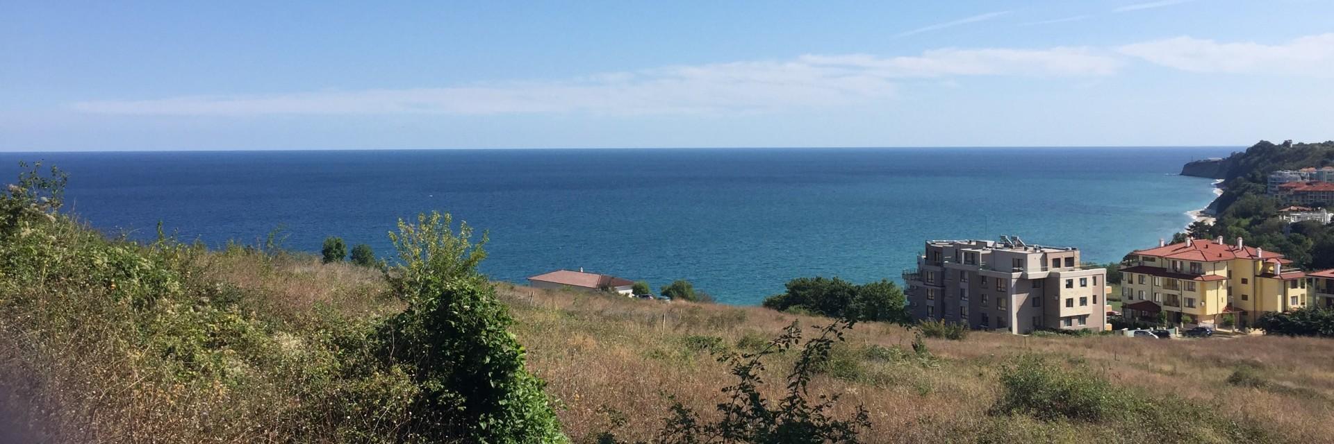 Собственный дворик с видом на море